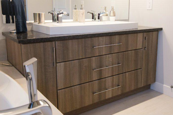 Salle de bain moderne / Modern bathroom